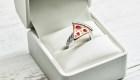 ¿Pedirías matrimonio con un anillo pizza?