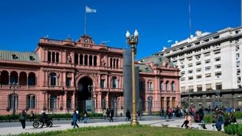 ¿Con quién tiene deuda Argentina?