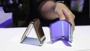 Samsung presenta su celular plegable