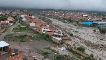 Jeannine Áñez viajó hasta la zona donde se desbordó el río Taquiña
