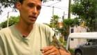 Un sodero argentino y su compañero de trabajo: un cardenal