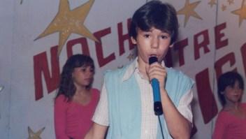 Miguel Poveda evoca al niño tímido de su infancia