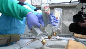 Destruyen 37.000 botellas de vodka adulterado