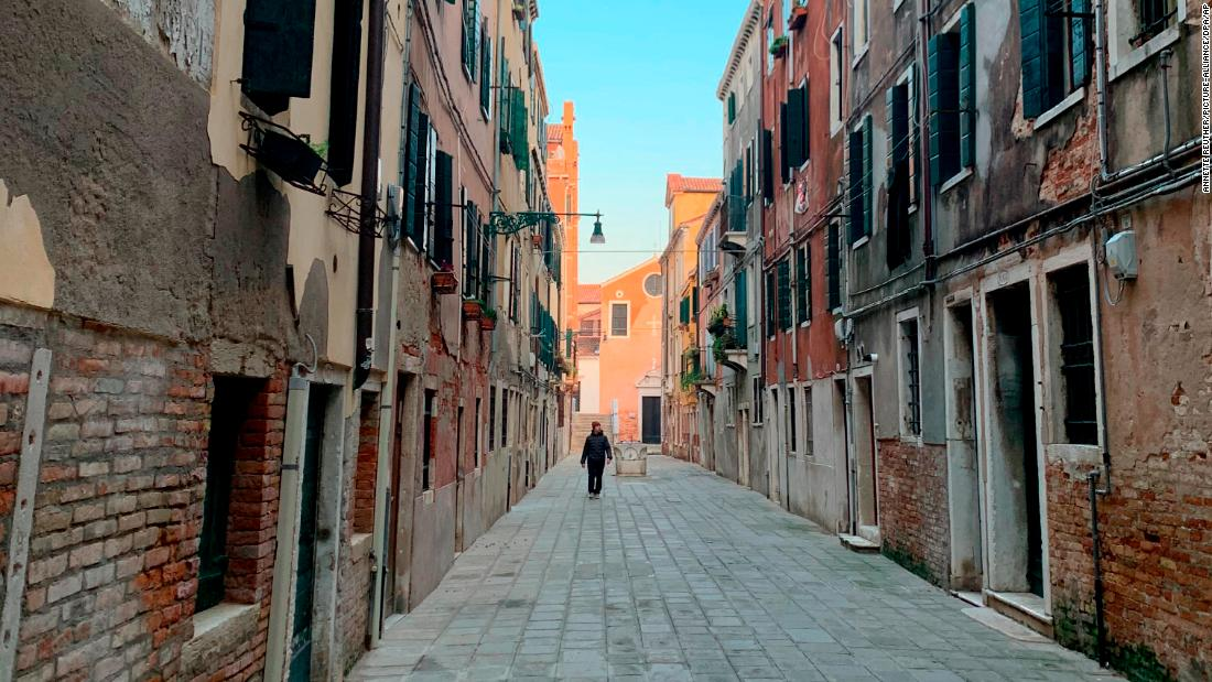 """08 February 2020, Italy, Venedig: View into the """"Ruga Vechia"""", a street where the shooting of the film """"Mission: Impossible 7"""" was supposed to take place. Hollywood is also affected by the outbreak of the new corona virus in Italy. A three-week planned shooting in Venice for """"Mission: Impossible 7"""" with Tom Cruise (57) in the leading role has been cancelled by Paramount Pictures on short notice. With regard to the safety and well-being of the film crew, the shooting was postponed. (to dpa """"Deferral of filming for """"Mission: Impossible"""" because of coronavirus in Italy"""") Photo by: Annette Reuther/picture-alliance/dpa/AP Images"""