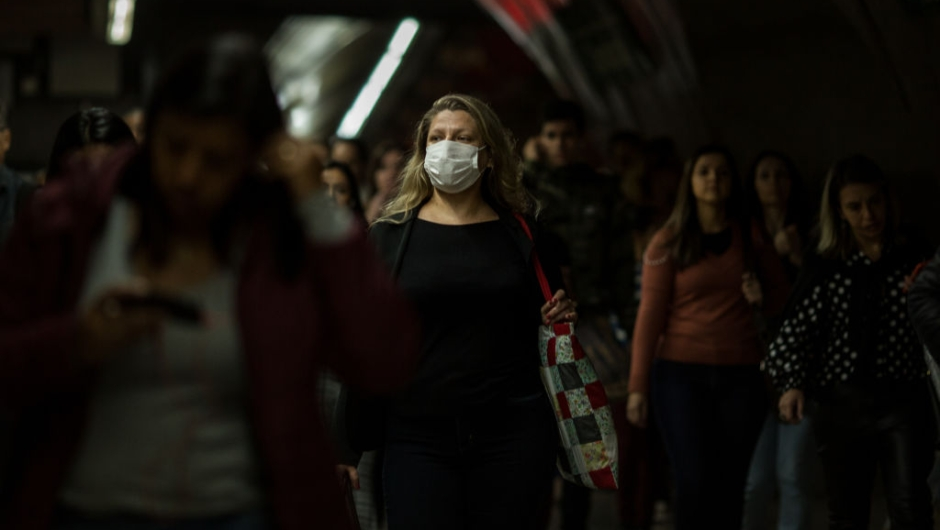 SAO PAULO, BRAZIL - FEBRUARY 27: A woman wears a protective mask as walking on the subway on February 27, 2020 in São Paulo, Brazil. The Brazilian Ministry of Health confirmed yesterday the first case of Coronavirus in the country. A man in the state of São Paulo was diagnosed with COVID-19. The first Covid-19 disease appeared in late 2019 in China's Wuhan province. (Photo by Victor Moriyama/Getty Images)