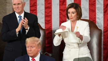 Pelosi rompe discurso del estado de la Unión de Trump