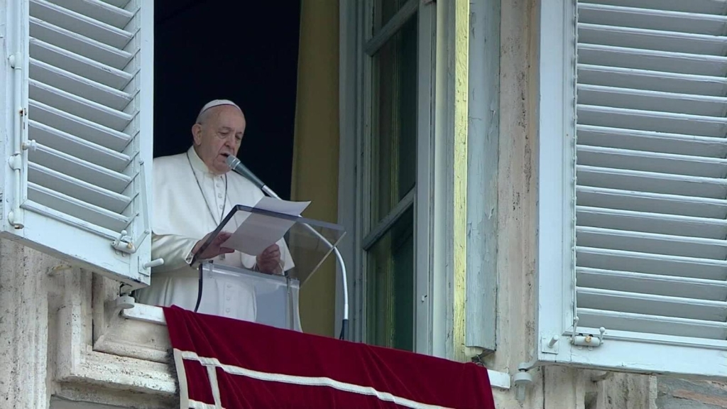 Papa Francisco reaparece en la Plaza de San Pedro