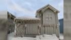 Fuertes vientos dejan casas cubiertas en hielo