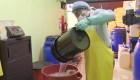 Ante escasez, ecuatoriano fabrica gel antiséptico