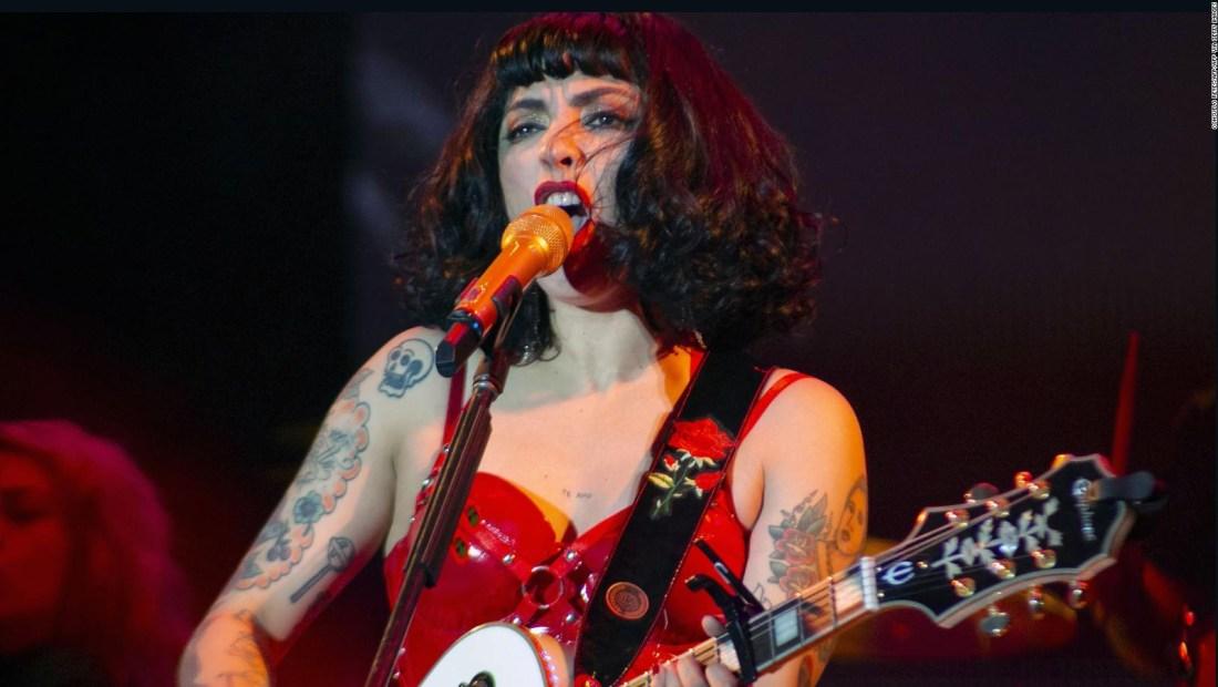 Mon Laferte alza la voz con concierto en el Zócalo