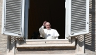 Francisco visita cárceles tras disturbios por coronavirus