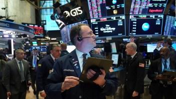 Los mercados se desploman, mientras el coronavirus se propaga