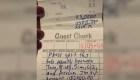 Un cliente de un restaurante deja una propina de US$ 2.500