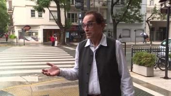 Los argentinos cambian su manera de saludar por la pandemia