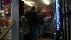 En EE.UU. hacen fila para comprar un arma ante el temor del covid-19