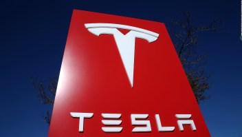 Tesla suspende producción en planta de California