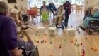 "Hogar de ancianos recrea el juego de ""Hippos"" a tamaño real"
