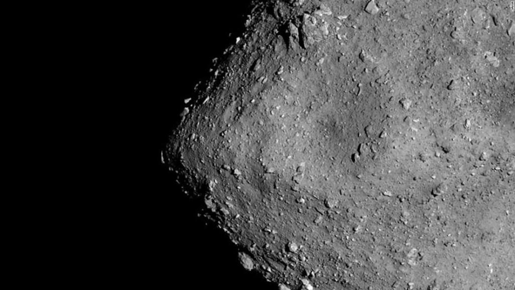 Lo que los científicos aprendieron después de disparar una pequeña bala de cañón contra un asteroide cercano a la Tierra
