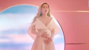 Katy Perry revela que está embarazada en un nuevo video musical