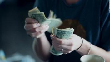 ¿Podría el dinero comprar la felicidad después de todo? Un nuevo estudio piensa que sí