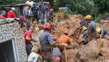 Rescuers search for victims at the Morro do Macaco Molhado favela in Guaruja, 95 km from Sao Paulo, on March 3, 2020 after torrential rains killed at least 15 people in Brazil. - At least 15 people have been killed in torrential rain that hit the Brazilian states of Sao Paulo and Rio de Janeiro, triggering flash floods and destroying houses, authorities said Tuesday. Violent storms in recent days have dumped a month's worth of rain on some areas in a matter of hours, devastating poor neighbourhoods on the southern coast of Sao Paulo state and on the outskirts of Rio de Janeiro, the country's second-biggest city. (Photo by GUILHERME DIONIZIO / AFP) (Photo by GUILHERME DIONIZIO/AFP via Getty Images)