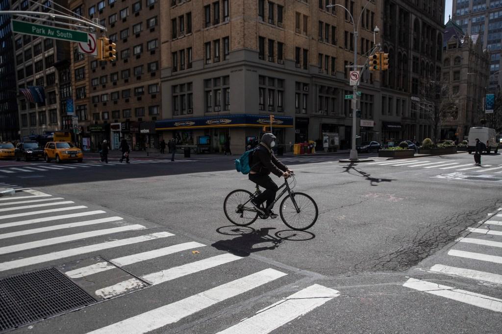 Alcalde de Nueva York considera decretar toque de queda en la ciudad