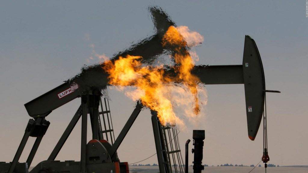 Precio del petróleo cae a mínimo en 18 años, esta es la razón