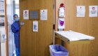 El proceso de pacientes de covid-19 en salas de emergencia
