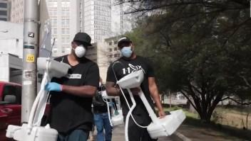 Este hombre se propuso ayudar a personas sin hogar durante la pandemia