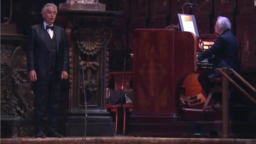 Bocelli canta Ave María ante millones de espectadores