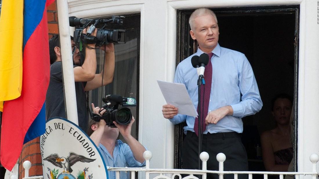 Julian Assange, padre mientras estaba confinado