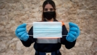 España reparte millones de mascarillas en vuelta al trabajo
