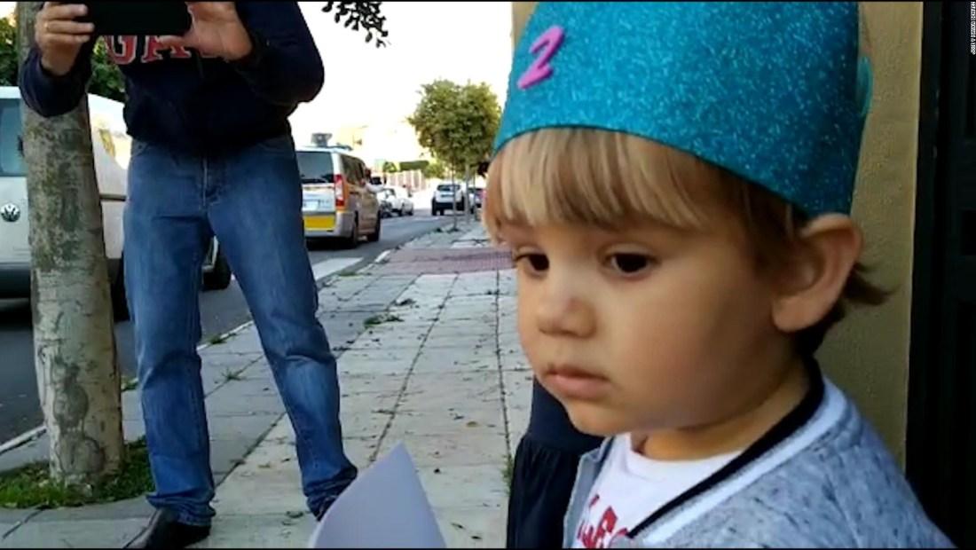 Pequeño recibe inesperada sorpresa de cumpleaños en España