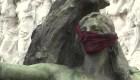 Monumentos y estatuas en Buenos Aires aparecen con cubrebocas
