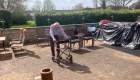 Hombre de 99 años recauda millones caminando