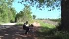 Sin internet, este niño recorre kilómetros para sus clases virtuales