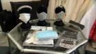 Diseñadores en California confeccionan y donan mascarillas para médicos