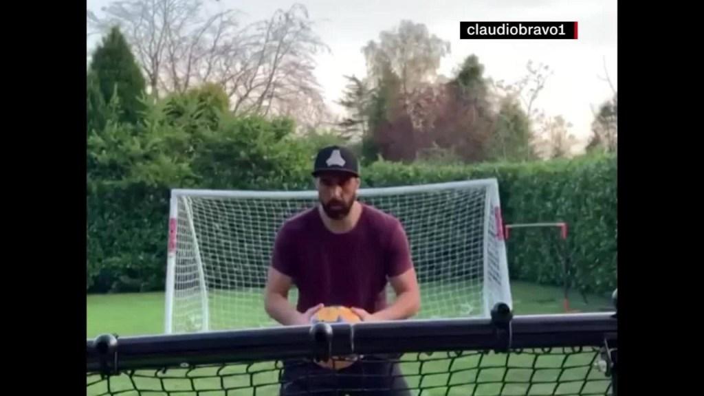 Covid-19: El chileno Claudio Bravo y su entrenamiento casero