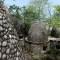 Encuentran a turistas refugiados en una cueva en India