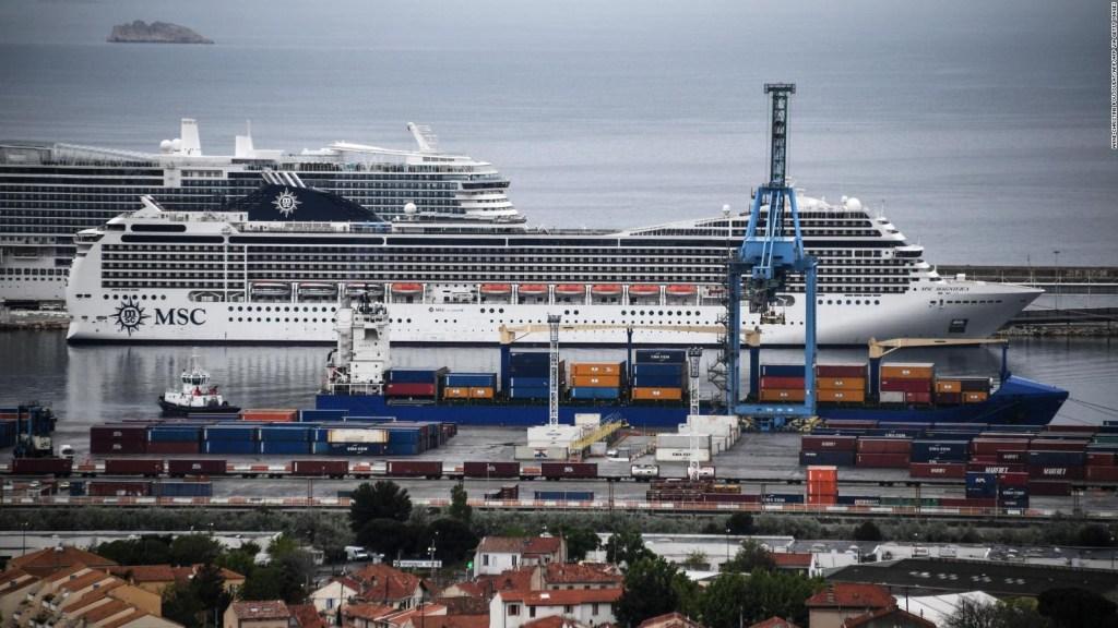 Uno de los últimos cruceros en el mar atraca en Marsella