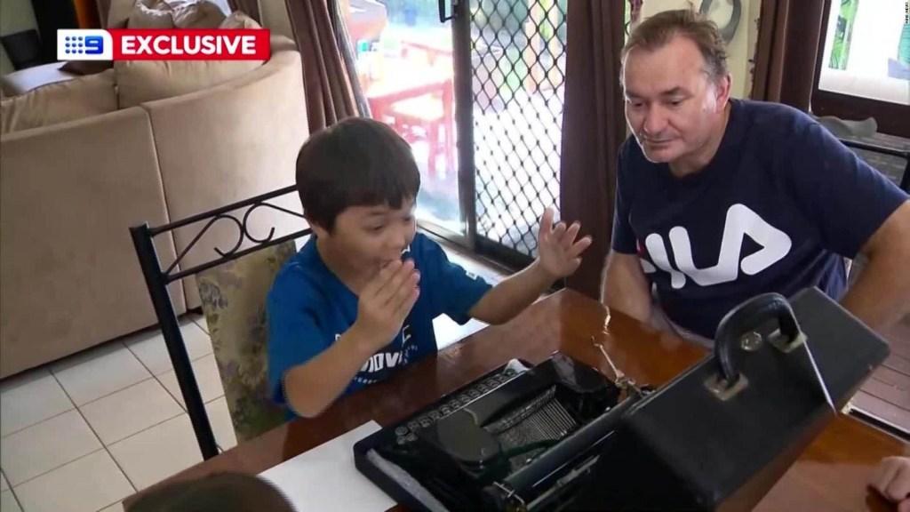Tom Hanks sorprende a un niño objeto de acoso por llamarse Corona