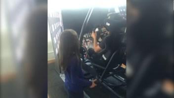 Piloto de NASCAR termina una carrera por error de su hija