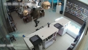 Video muestra robo de un cuadro de Van Gogh con un martillo