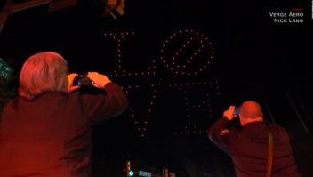 El luminoso homenaje con drones para trabajadores de la salud