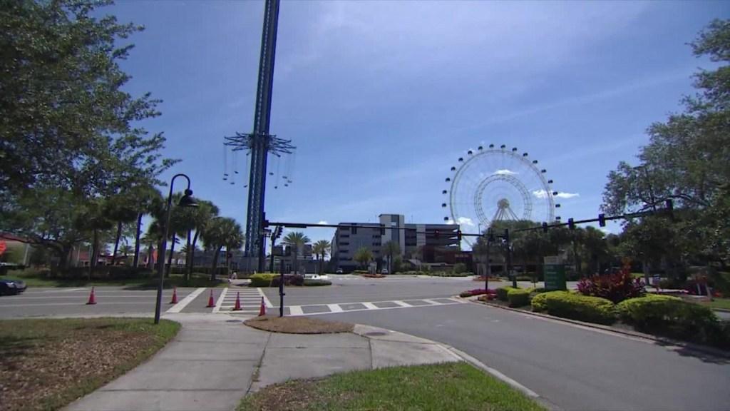 Trabajadores de Florida enfrentan futuro incierto sin turismo
