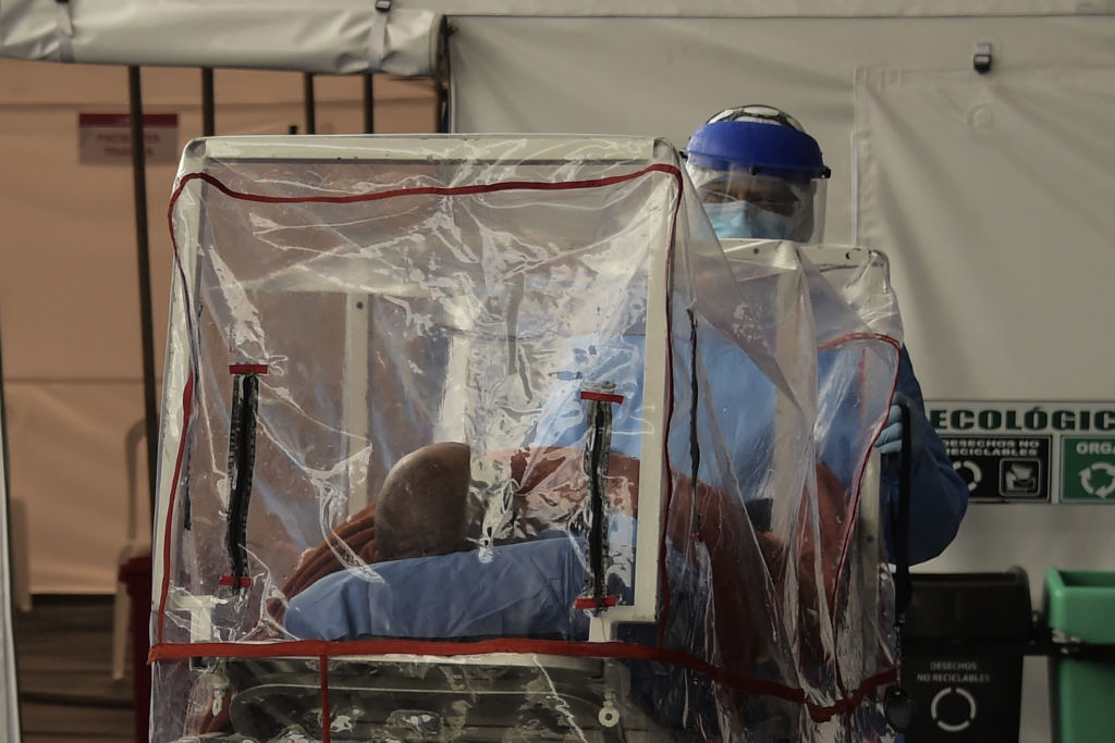 A patient who tested positive to the new coronavirus is taken on a stretcher into the emergency room of the IESS Sur Hospital in Quito, on April 18, 2020. (Photo by RODRIGO BUENDIA / AFP) (Photo by RODRIGO BUENDIA/AFP via Getty Images)