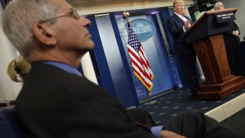 Trump y Fauci en la casa blanca coronavirus estados unidos