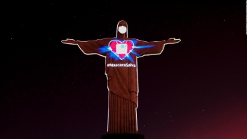 Mira al Cristo Redentor de Río con mascarilla