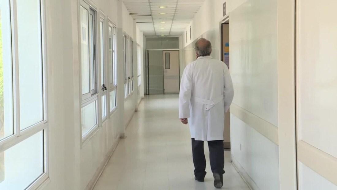 Los sueldos de los médicos argentinos están en juego