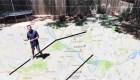 Un meteorólogo usa su patio para explicar el clima